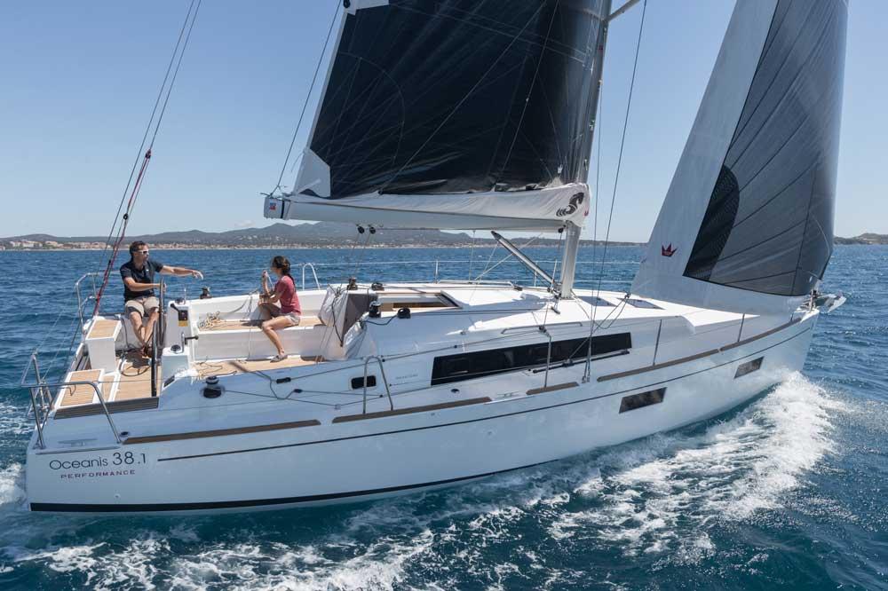 Oceanis voile Beneteau 38.1
